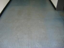 Boden vor Reinigung, Hugl Reinigung zuverlässig, Oberbayern Reinigungsfachkraft